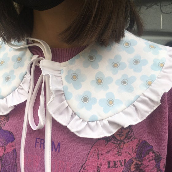 Image of FLOWERS COLLAR NEW