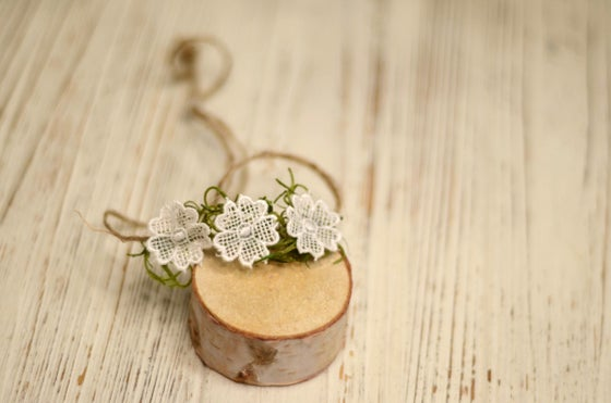 Image of Trio lace flowers tieback