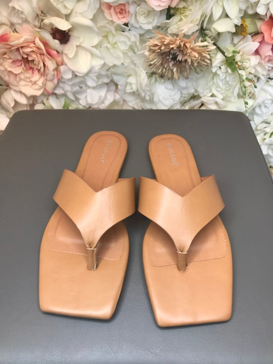 Image of Tan thong Sandals