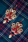 Sacred Red - Précieuses boucles brodées