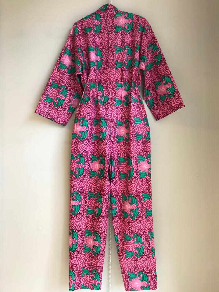 Image of Pink/lyserød buksedragt med grønne blomster