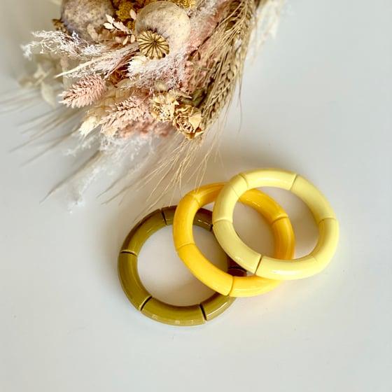 Image of Bracelet résine // jaune pâle, jaune soleil, ou vert olive