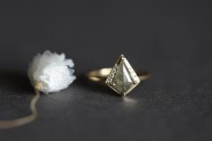 Image of 18ct gold, rose-cut kite shape grey diamond ring (IOW174)