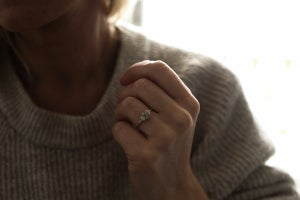 Image of 18ct gold hexagonal rose-cut grey diamond ring (IOW175)