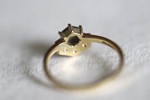 Image of 18ct gold hexagonal rose-cut grey diamond ring (IOW176)