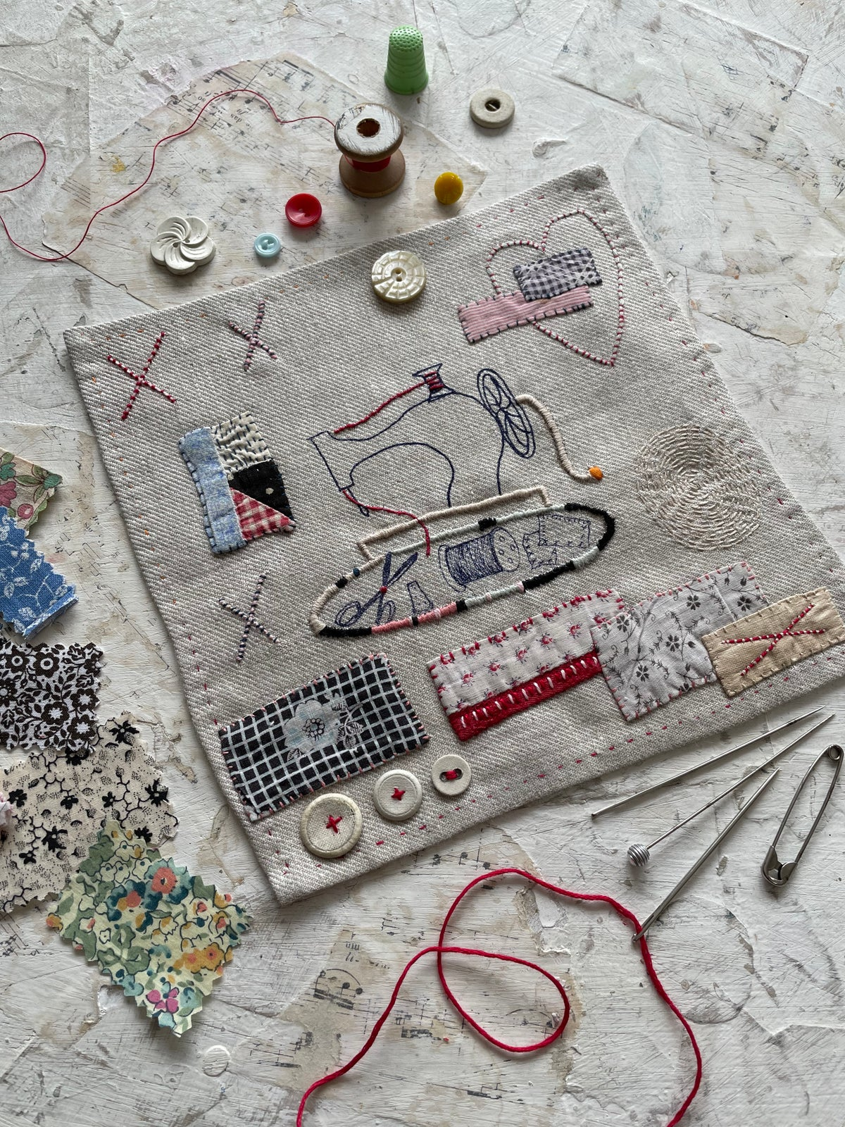 Image of 'Sewing machine' embroidery template on soft grey