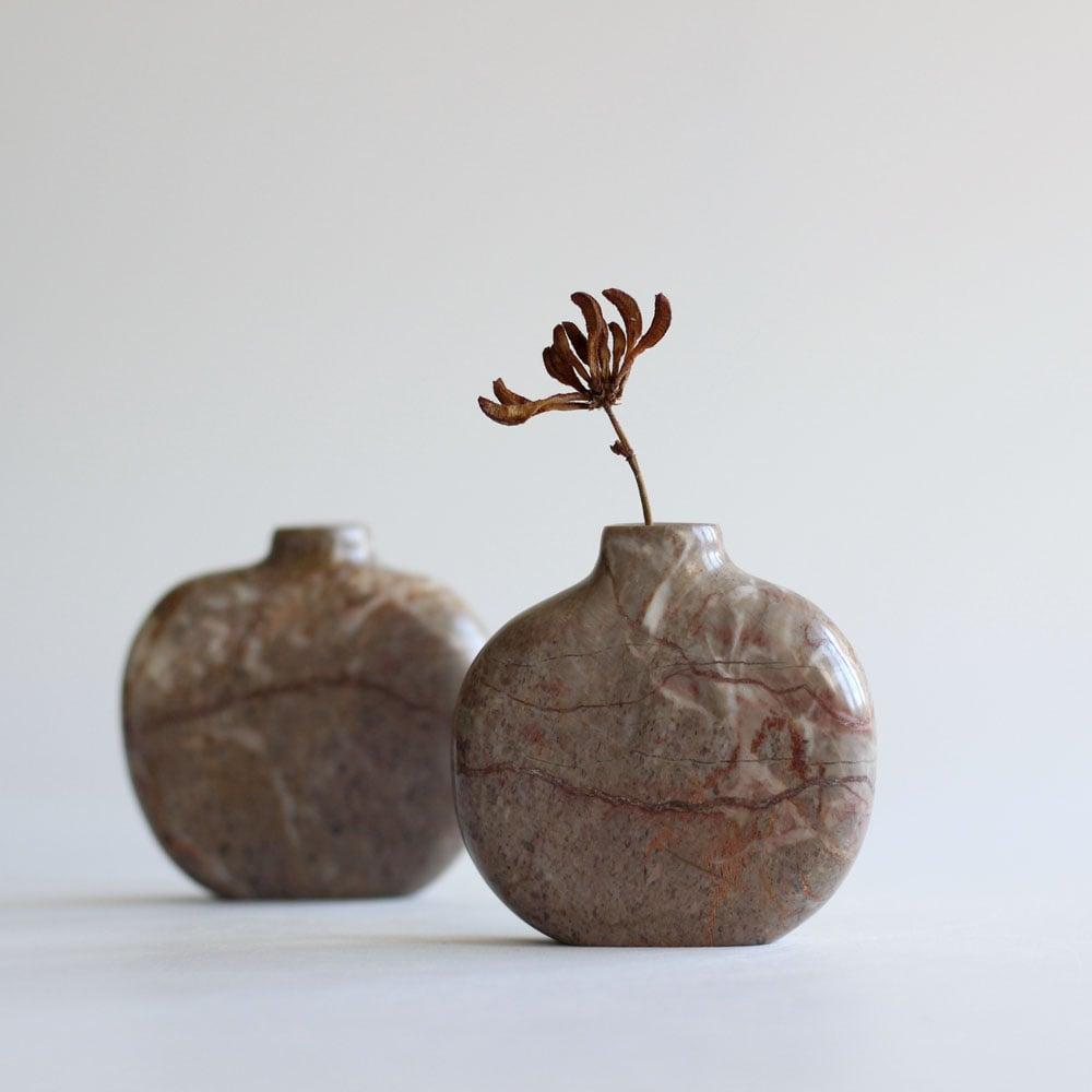 Image of Pebble Vase - Stoneycombe Marble