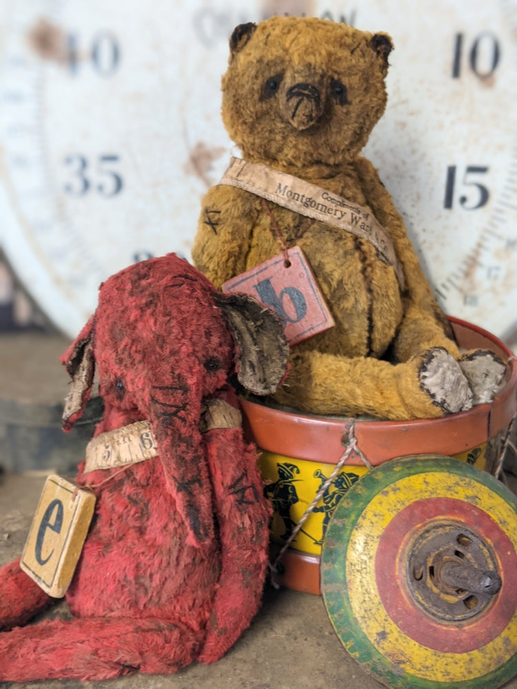 """Image of 'e' is for ellyfont - 9"""" Old Worn Fat Red Elephant w antique toy block by Whendi's Bears"""