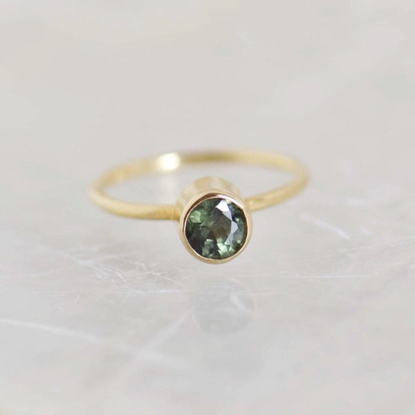 Image of Natural Tanzania Green Sapphire fine round cut 14k gold ring