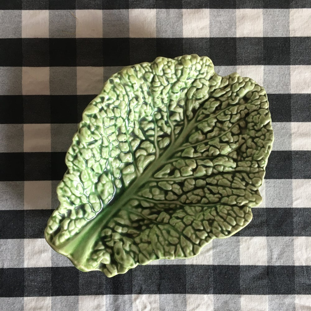 Image of  Cabbage leaf plate