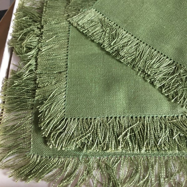 Image of Forest green linen table set