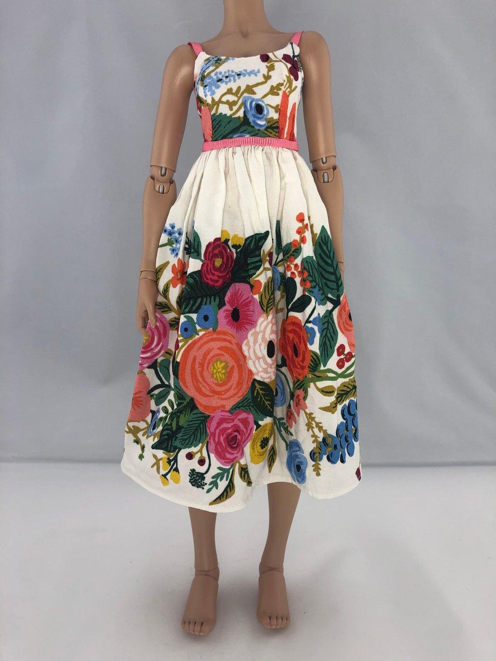 Vintage Floral Dress: Minifee (Below Knee)