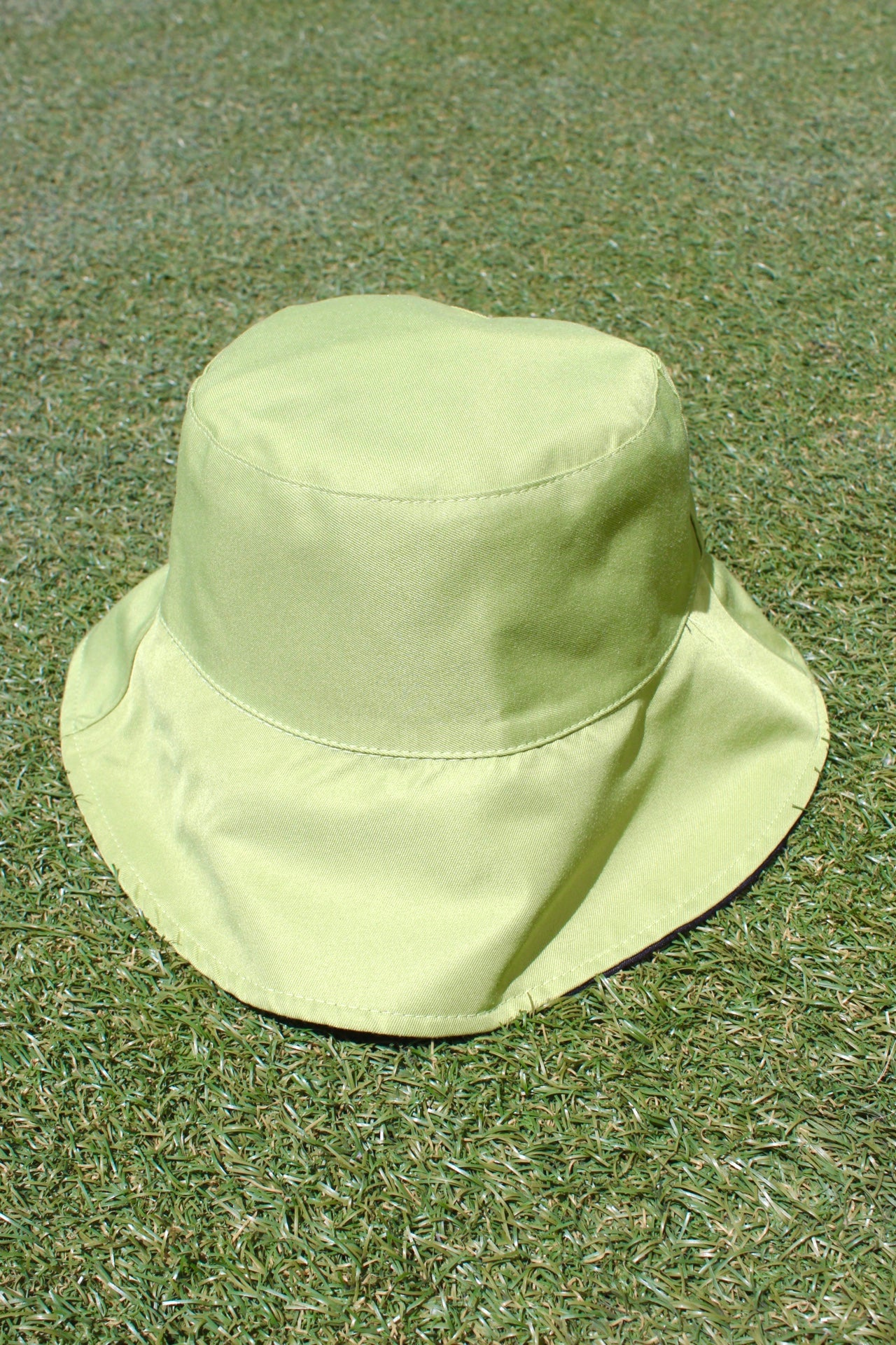 Image of the 2 sides bucket hat in green