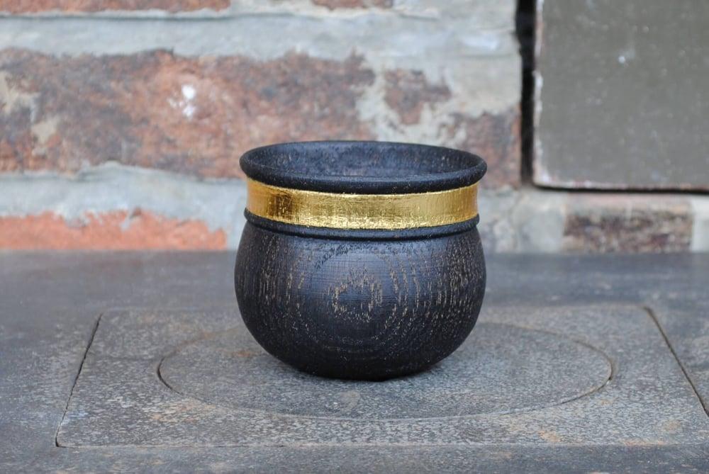 "Image of ""band of gold"" oak cup II / tasse en chêne ""alliance d'or"" II"