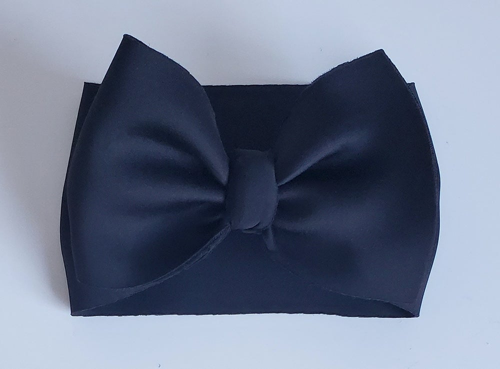 Image of Black poofy bow