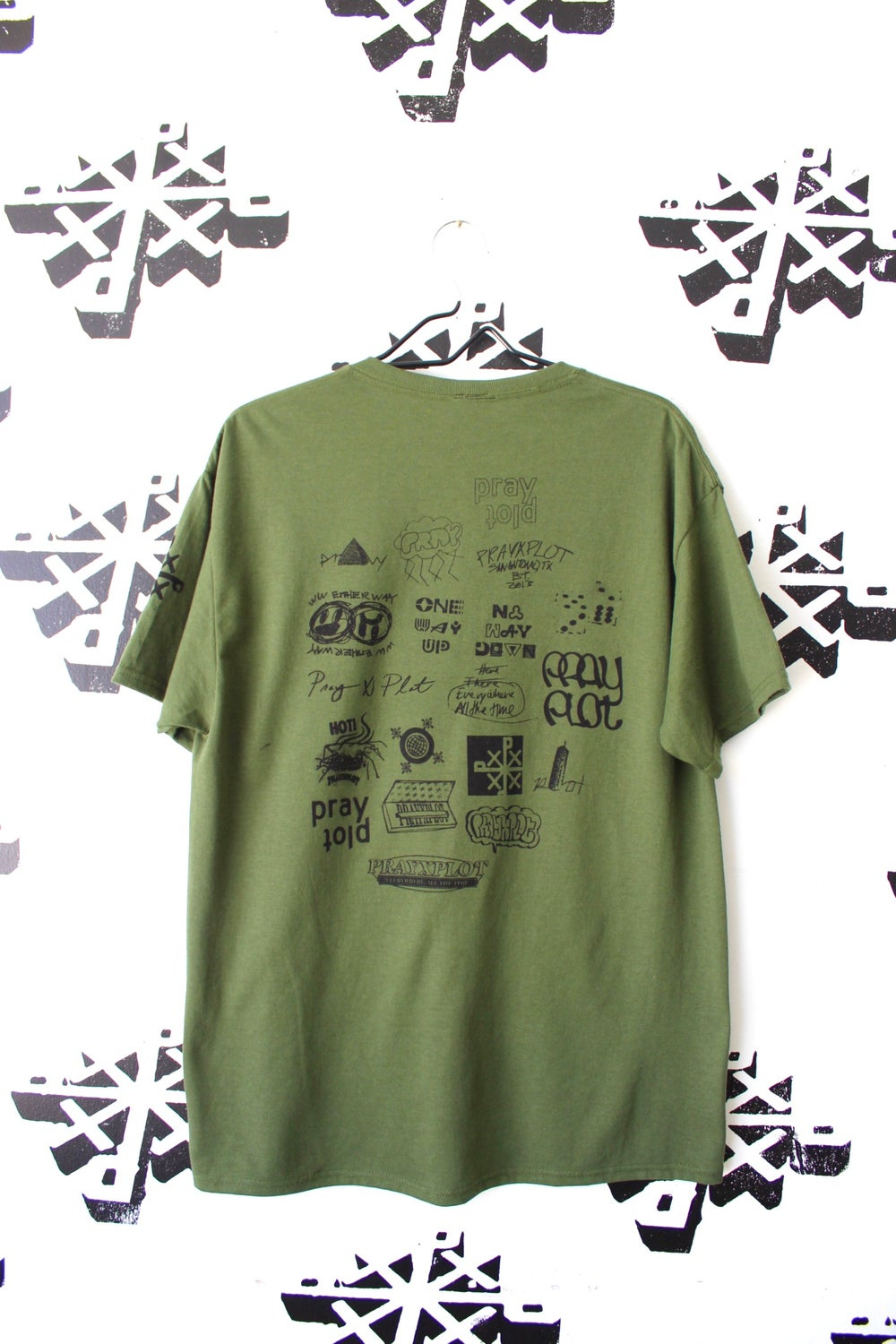 all up here tee in army green