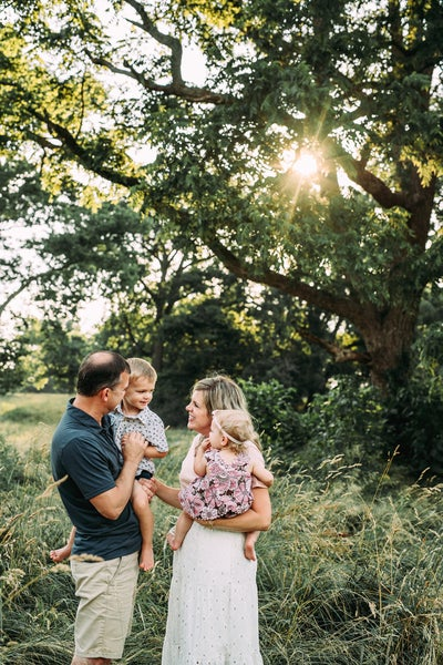 Image of Deluxe Outdoor Family & Child Sessions
