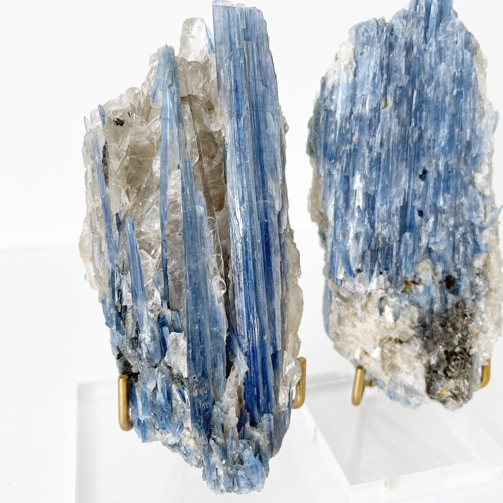 Image of Blue Kyanite no.33 + Lucite and Brass Stand