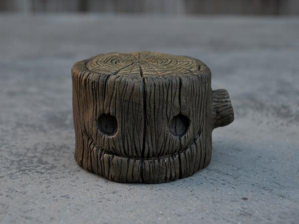Image of LARGE HAPPY STUMP
