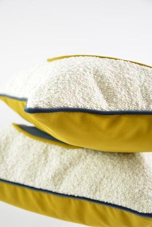 Image of Coussins demi ronds bouclette et jaune or