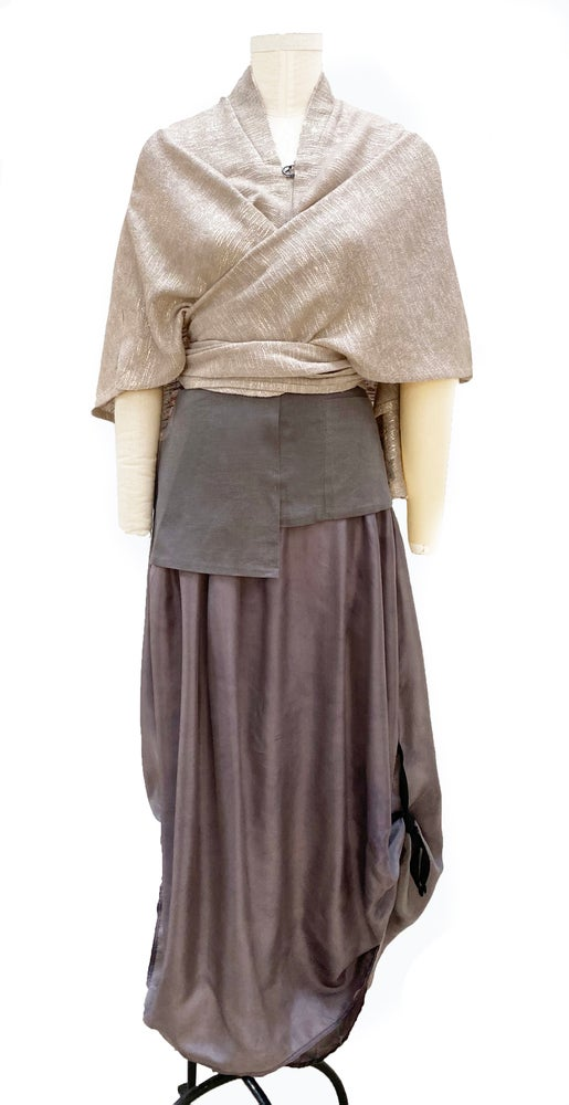 Image of wrap in natural/gold linen