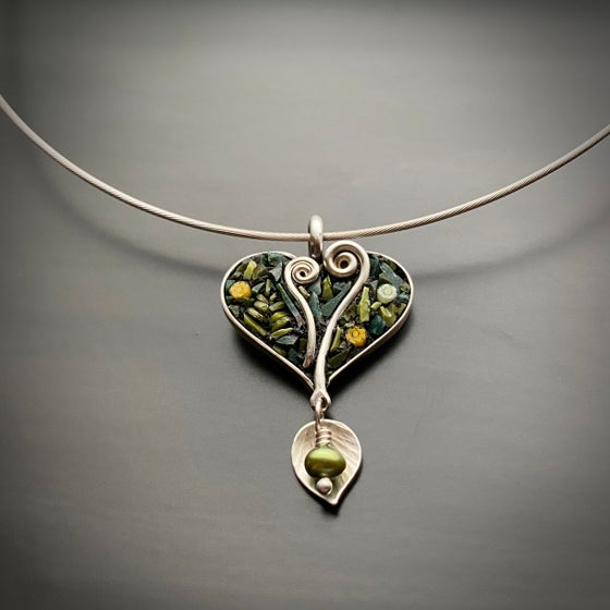 Image of Fiddlehead Heart with Pearl and Leaf Drop