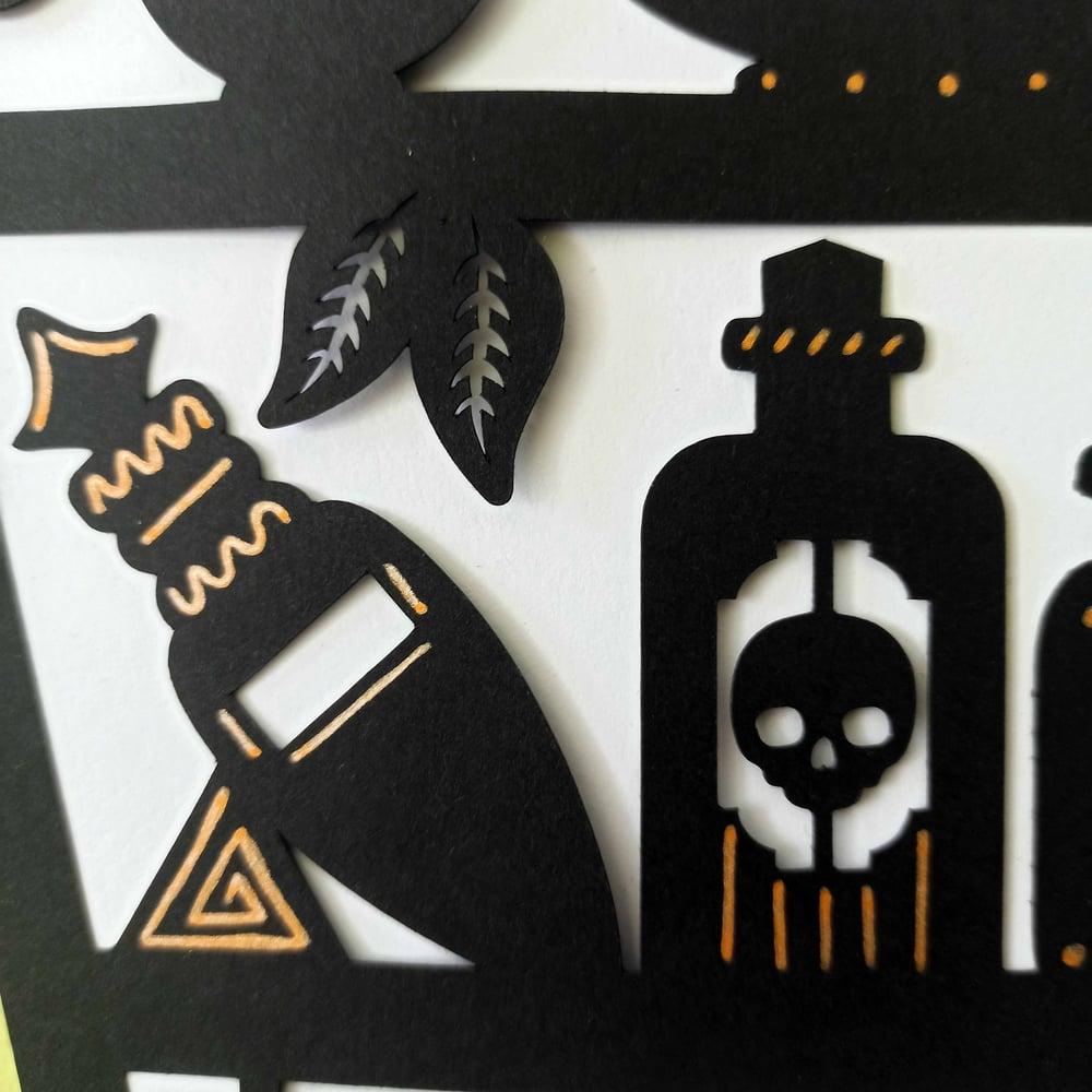 Magic Coffin, Suspension en papier