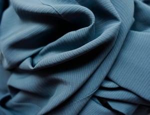 Image of Gråblå silke kimono med sval vævning