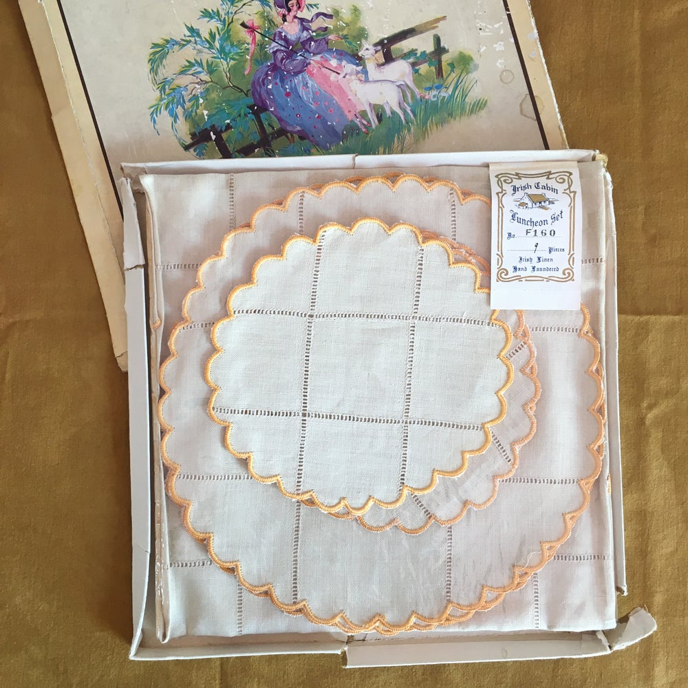 Image of Boxed Irish linen scallop table set