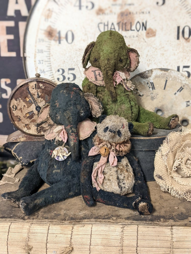 """Image of 8"""" Old Worn Fat Moss Green Elephant by Whendi's Bears"""