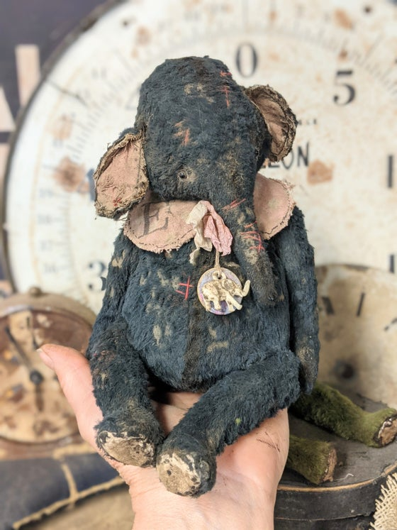 """Image of 8"""" Old  Worn Vintage Fat Black Ellyfont by Whendi's Bears"""