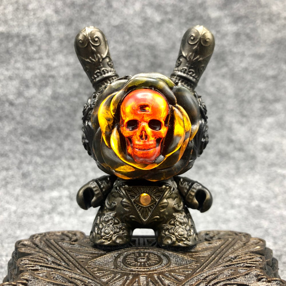 Image of Light Bloom Clairvoyant Dunny