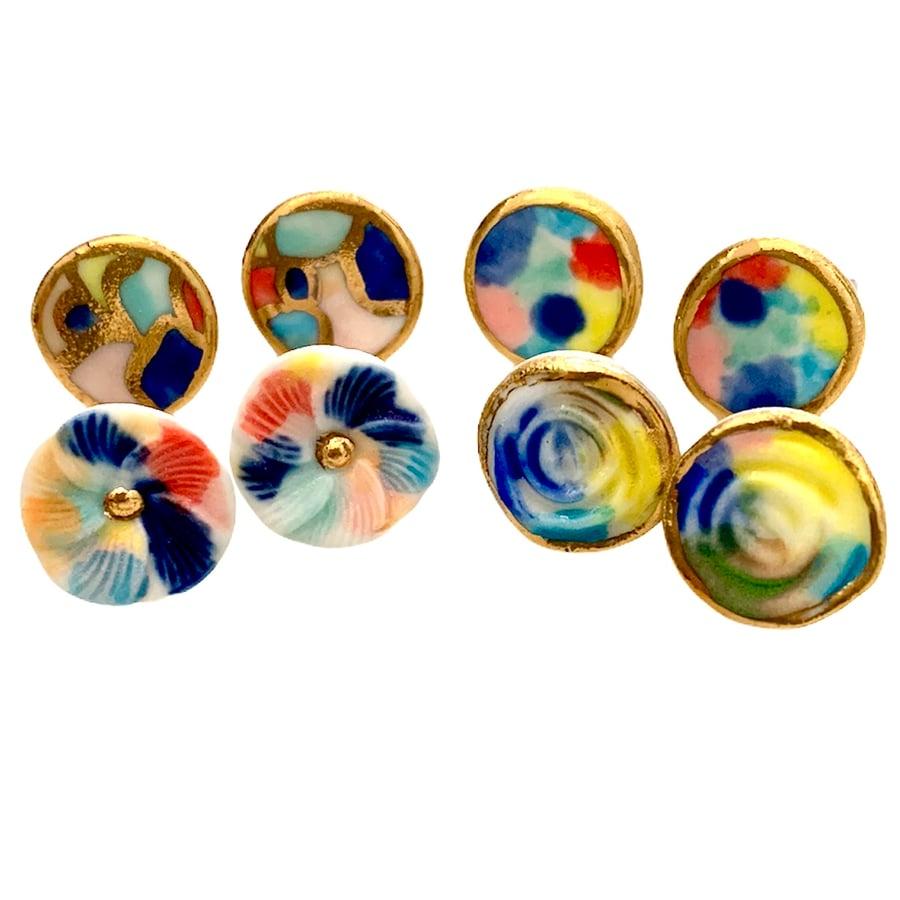 Image of Petite mutli coloured studs round (1.3cm)