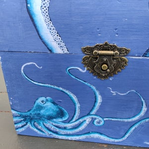 Image of Small Octopus Box