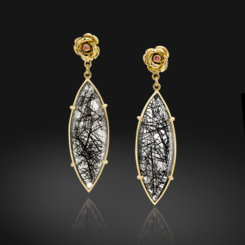 Image of roosje oorringen in geel goud - earrings in yellow gold, rutilated quartz and diamonds