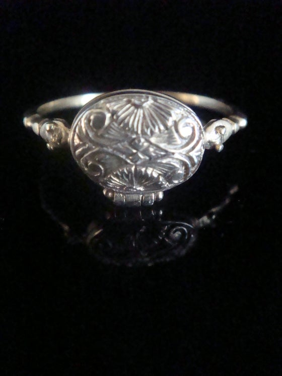Image of Georgian 15ct yellow gold poison ring with snake shoulders