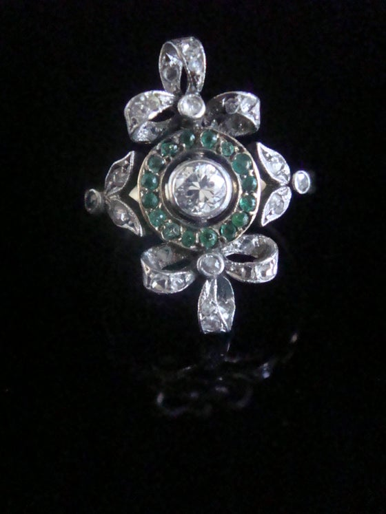 Image of Edwardian 18ct platinum emerald and rose cut diamond bow ring