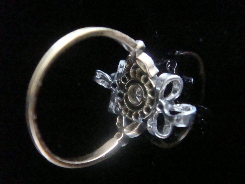 Image of Edwardian 18ct platinum emerald and rose cut diamond bow ring