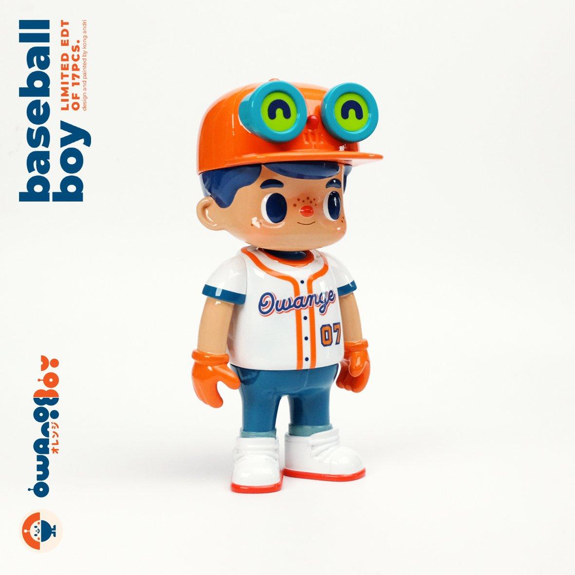 Image of owangeboy statue - baseball boy