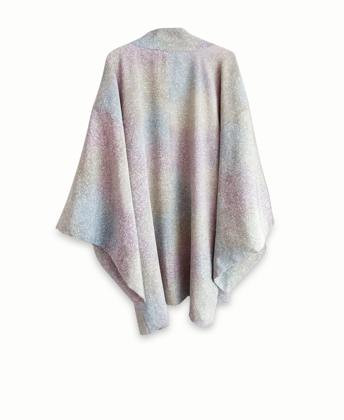 Image of kort kimono - grålige pastelfarver med prikmønster / 'Too Fairy'