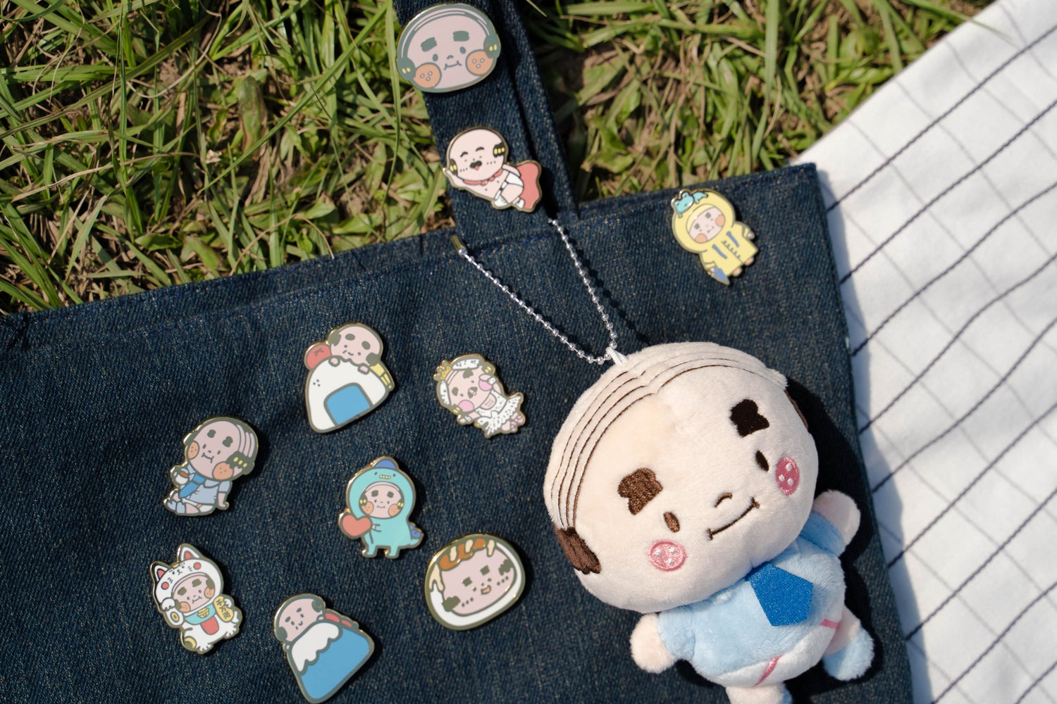 Image of CHUBBY OJISAN COLLECTORS PIN SET 'A' BY AMBER