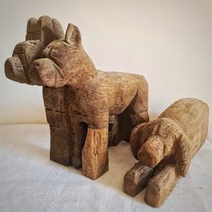 Deux chiens en bois sculpté art populaire XIXeme