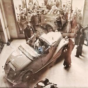 Photographie N&B voiture ancienne 29x37cm