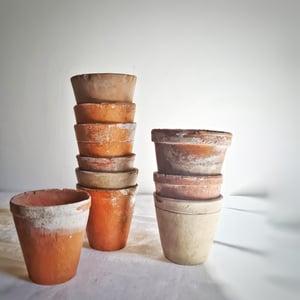 Série de 10 pots anciens à semis en terre cuite 7 cm