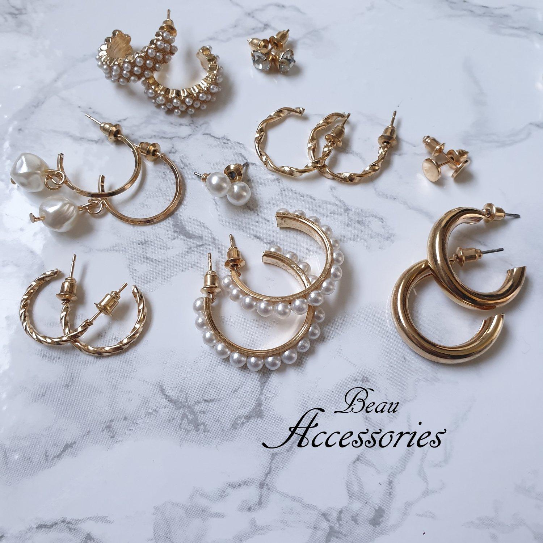 Image of Dainty Pearl Set of Earrings