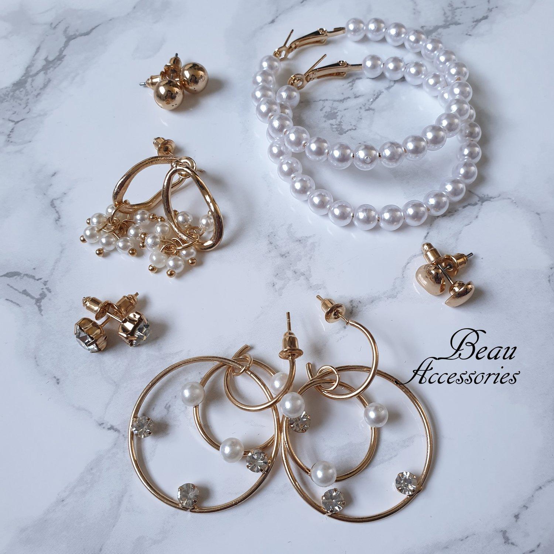 Image of Pearl Set of Earrings