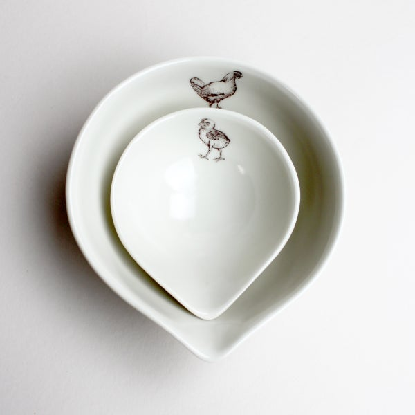 Image of small nesting bowls, set of two, baby chick and mama chicken
