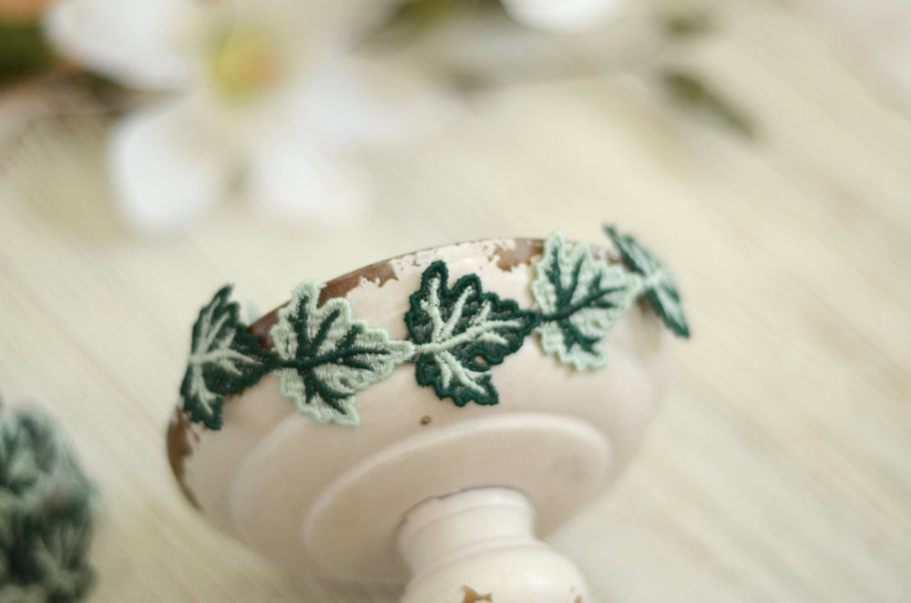 Image of Embroidery leaf halo
