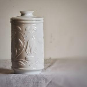 Ancien pot à pharmacie en verre opalin blanc 1970