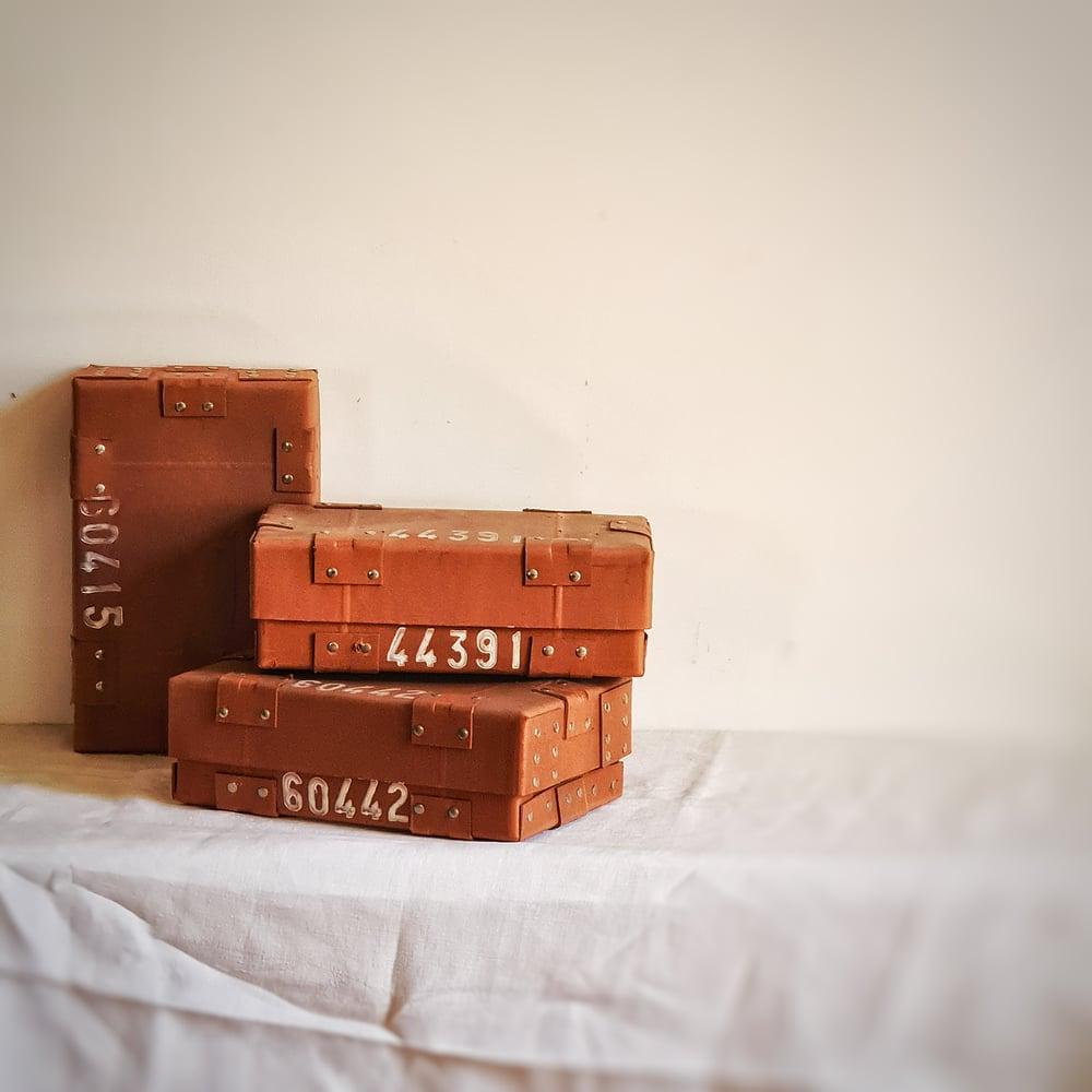 Ancienne boite à lingots d'or en carton épais